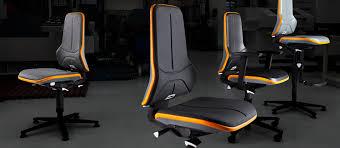 Bimos Neon krēsls, kas pielāgots izmantošanai laboratorijās un tīrajās telpās, kā arī ražošanā