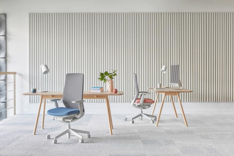 Accis Pro ar baltu rāmi mājas birojam