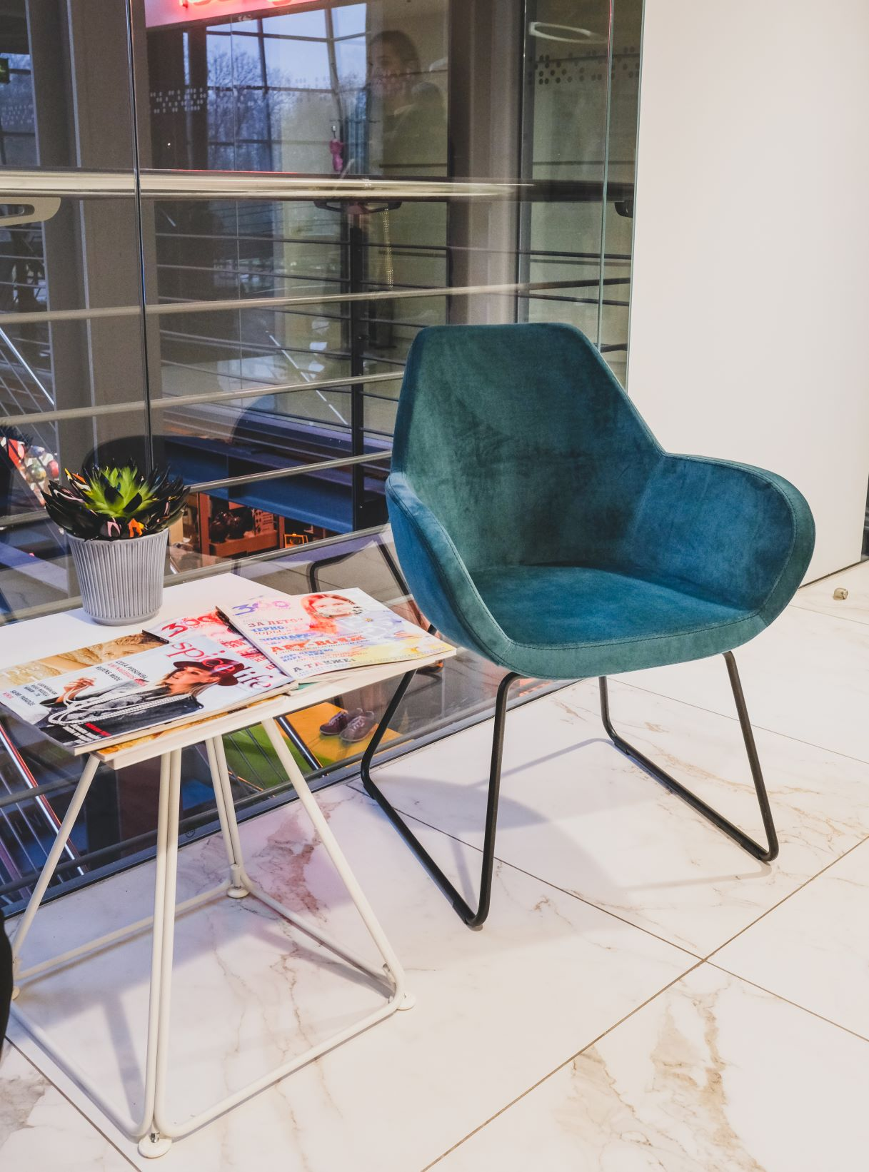 FAN elegantais krēsls ar velveta audumu