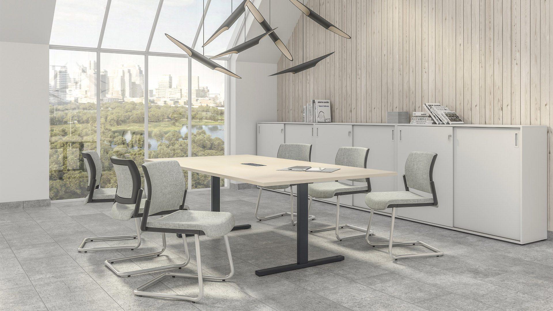 Apspriežu galds T-EASY un konferenču krēsli AURA