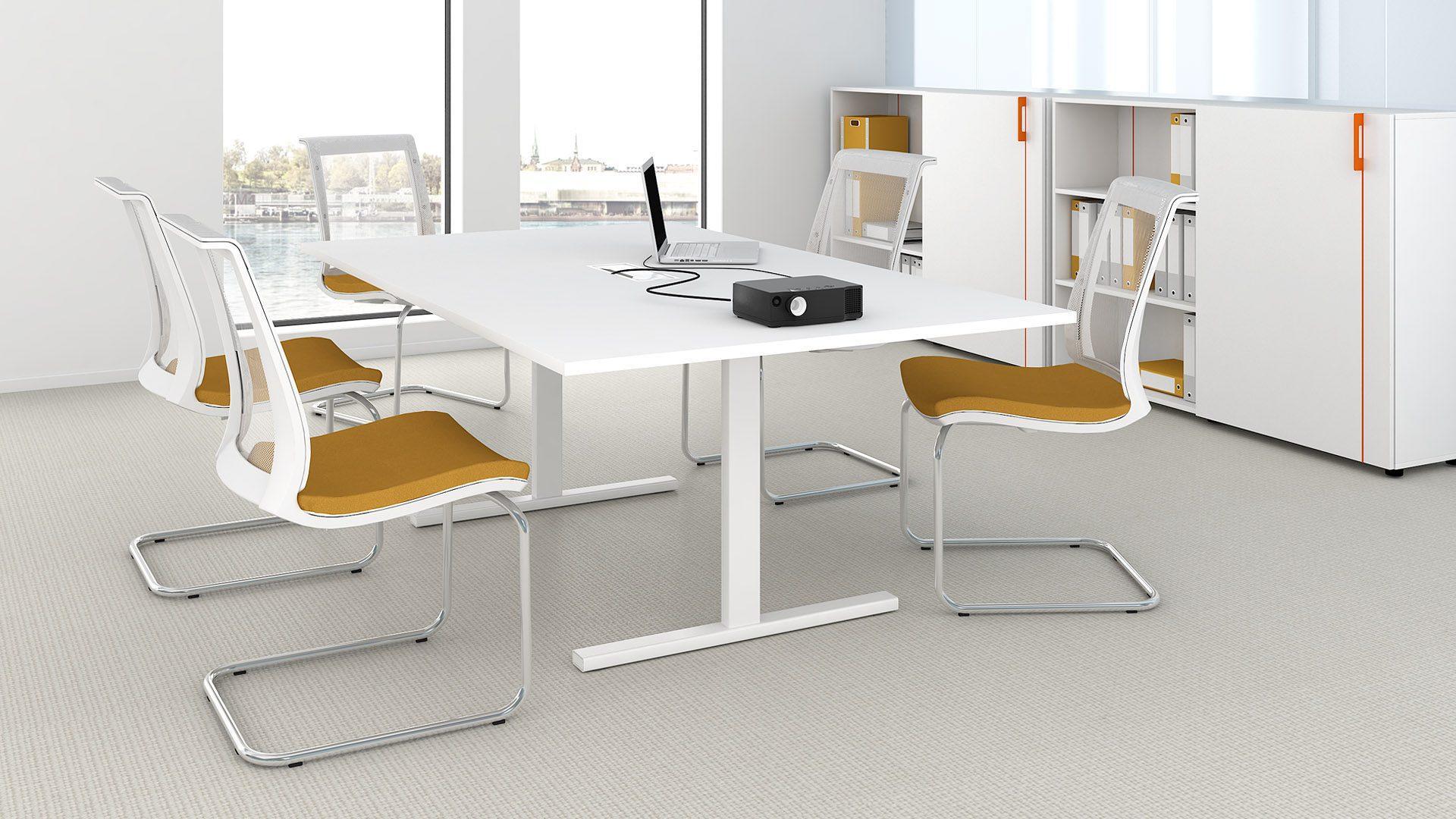 T-EASY apspriežu galds ar EVA apspriežu krēsliem