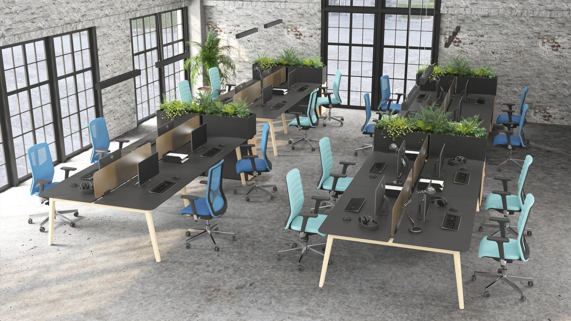 WIND biroja krēsls ar silikonaa muguras balstu pie NOVA Wood galda
