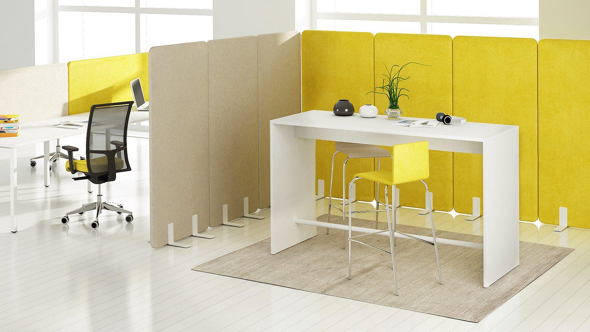 Light augstais galds atpūtas telpām ar brīvi stāvošām akustiskajām starpsienām