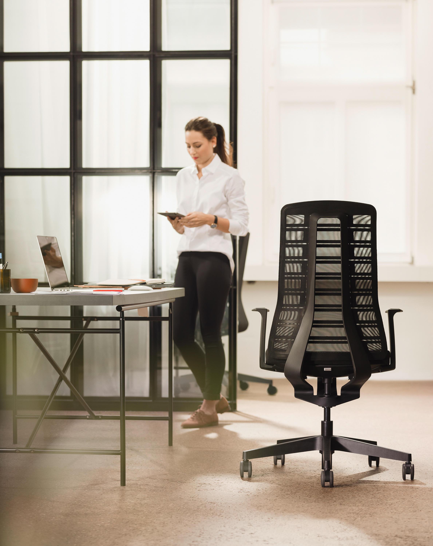 PUREis3 aktīvais biroja krēsls ar īpaši ergonomisku dizainu