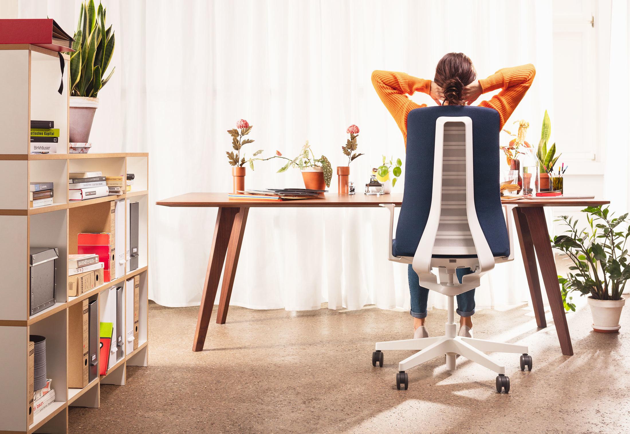 PUREis3 aktīvais biroja krēsls ar īpaši ergonomisku dizainu darbam un mājas birojam