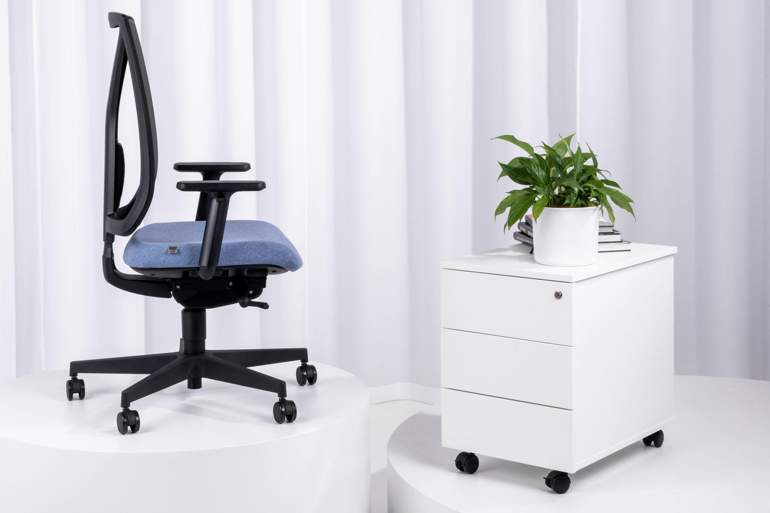 Leaf krēsls ar tīkliņauduma vai polsterētu atzveltni