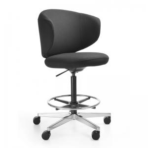 Clubin krēsls ar kāju balstu