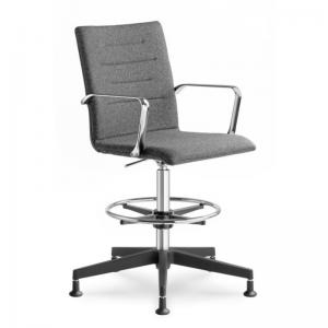 OSLO krēsls ar kāju balstu